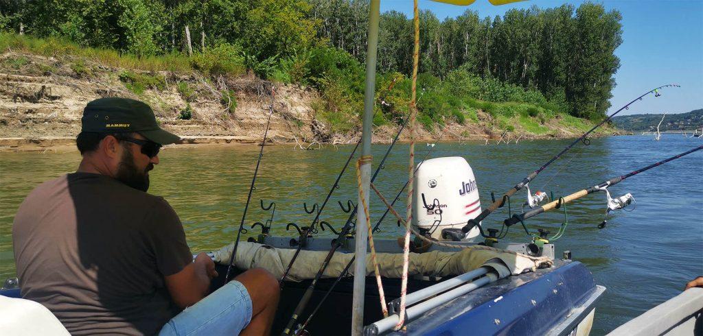 echipament pescuit in Dunare