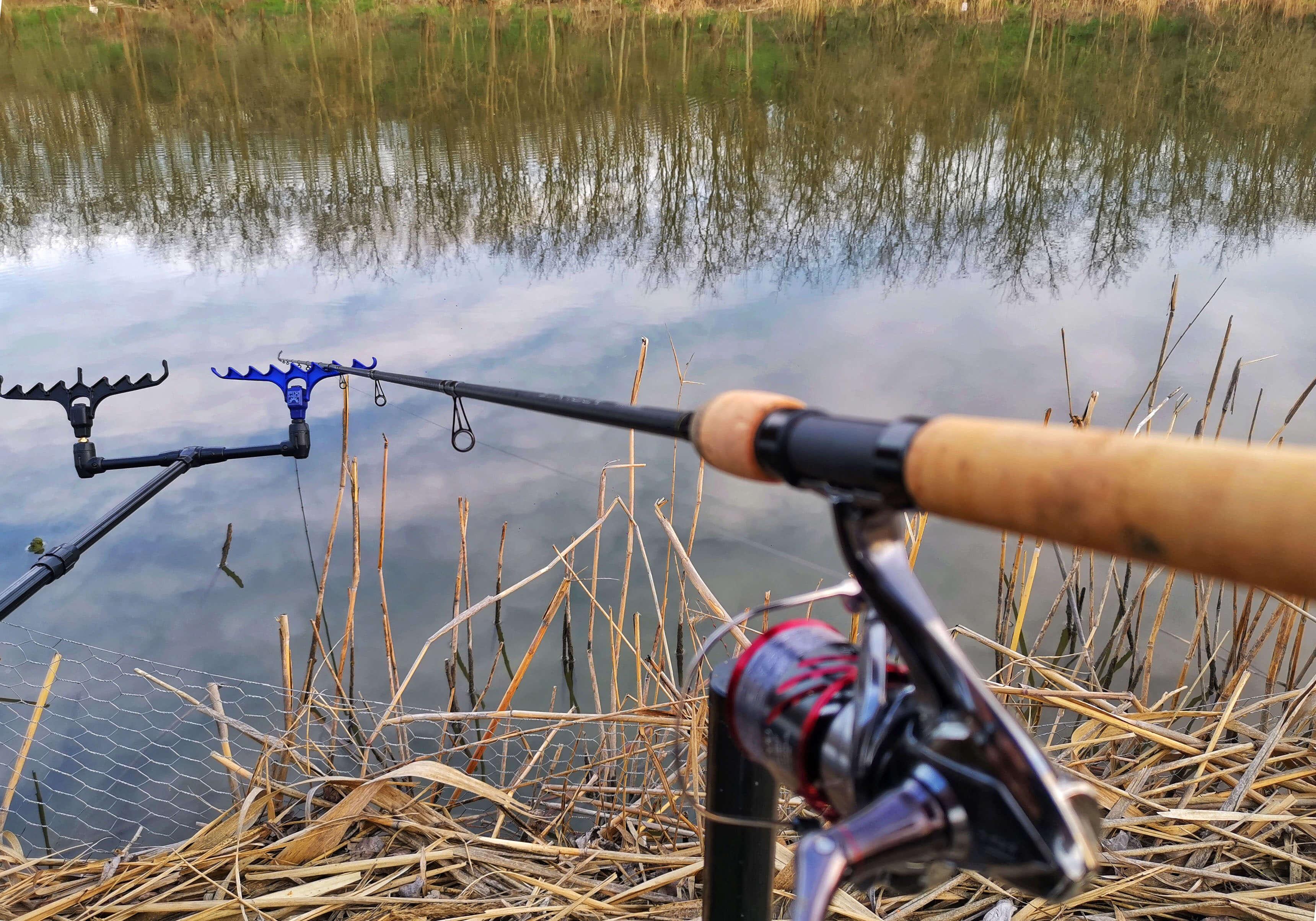 lanseta in asteptare la pescuit la feeder pe Dyno Lake