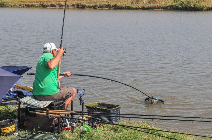 balta de pescuit la feeder Nucetu