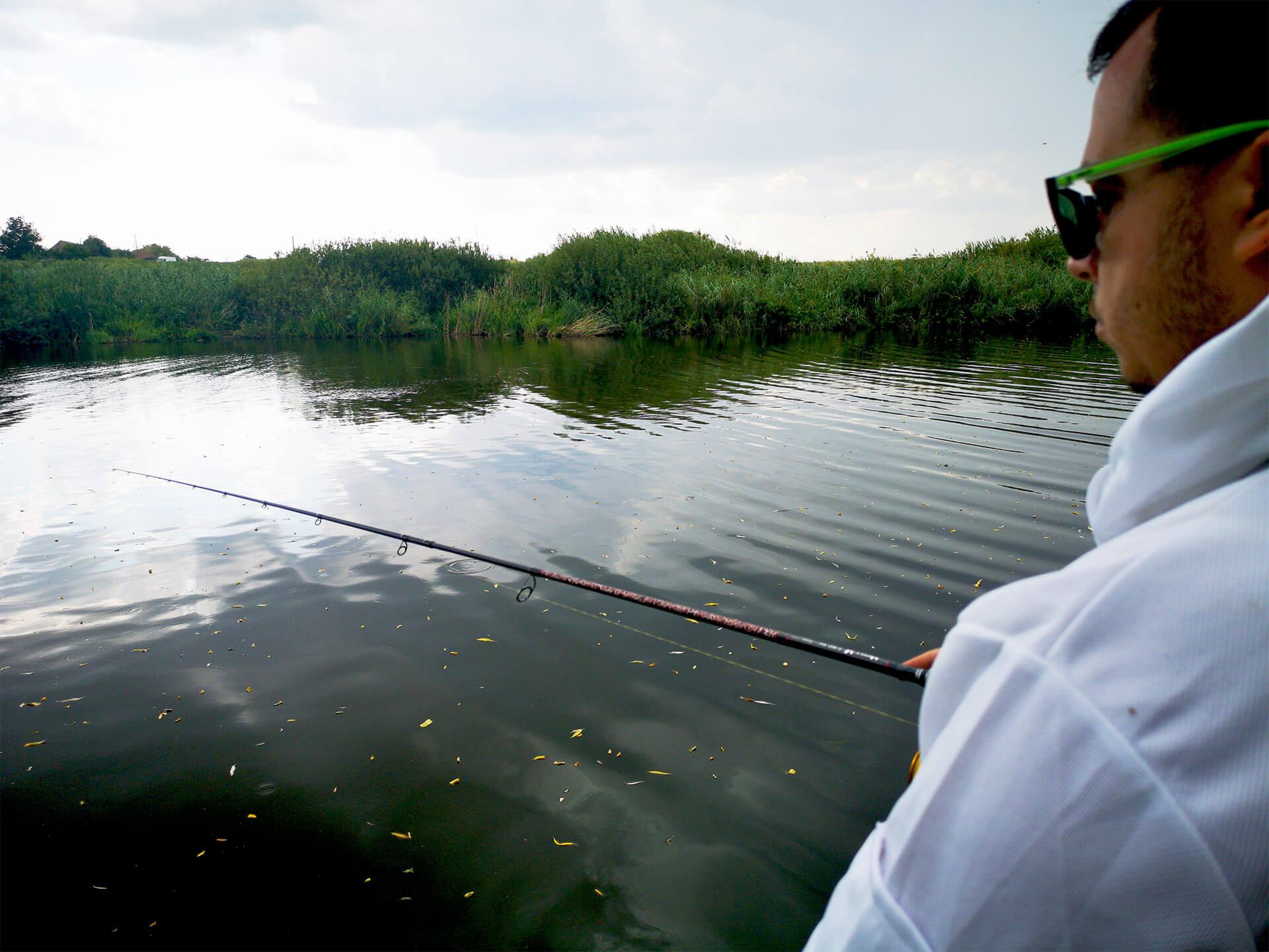 Lanseta pescuit la stiuca pe lac nou